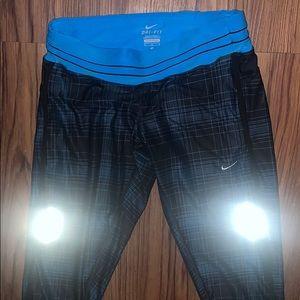 SOLD )NIKE DRI-FIT Capri leggings
